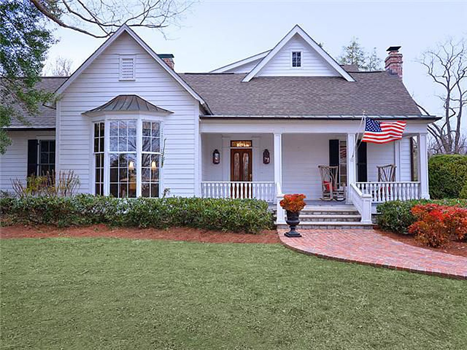 Whathouse Does Trisha Earwood Decorate For Halloween 2020 Southern Star Trisha Yearwood Selling Country House Near Nashville