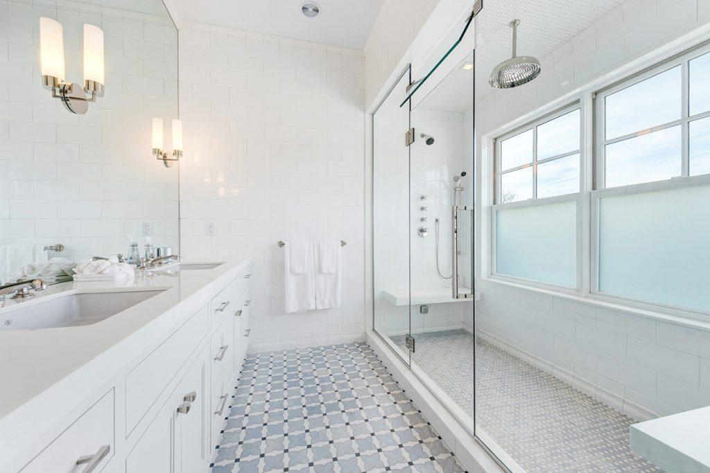 image of anthony scaramucci bathroom
