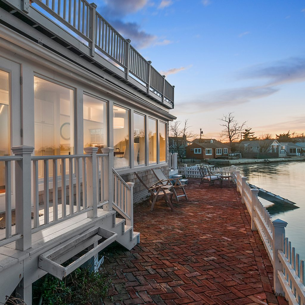 image of southampton house bayfront deck