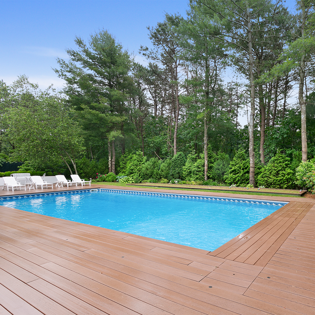 a photo of the pool at 10 Whippoorwill Ct