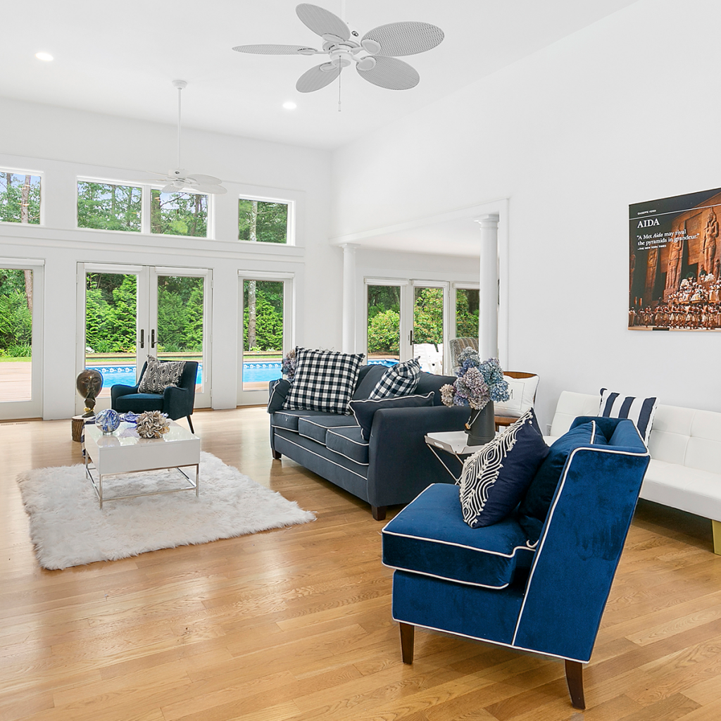 A photo of the living room in 10 Whippoorwill Ct