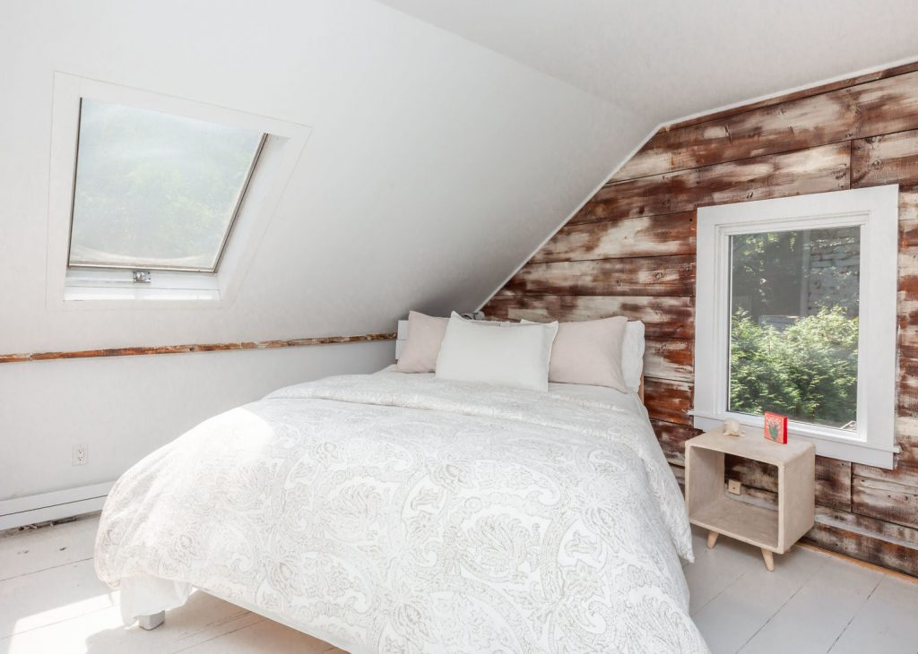 A photo of a bedroom in 25 Three Mile Harbor Rd, East Hampton