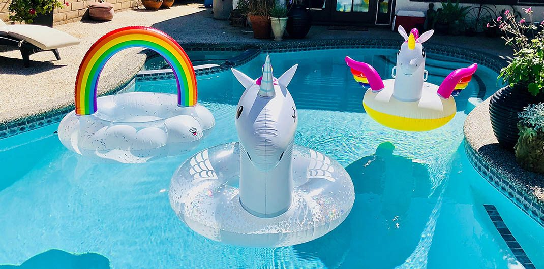 buying a house with swimming pool pros and cons