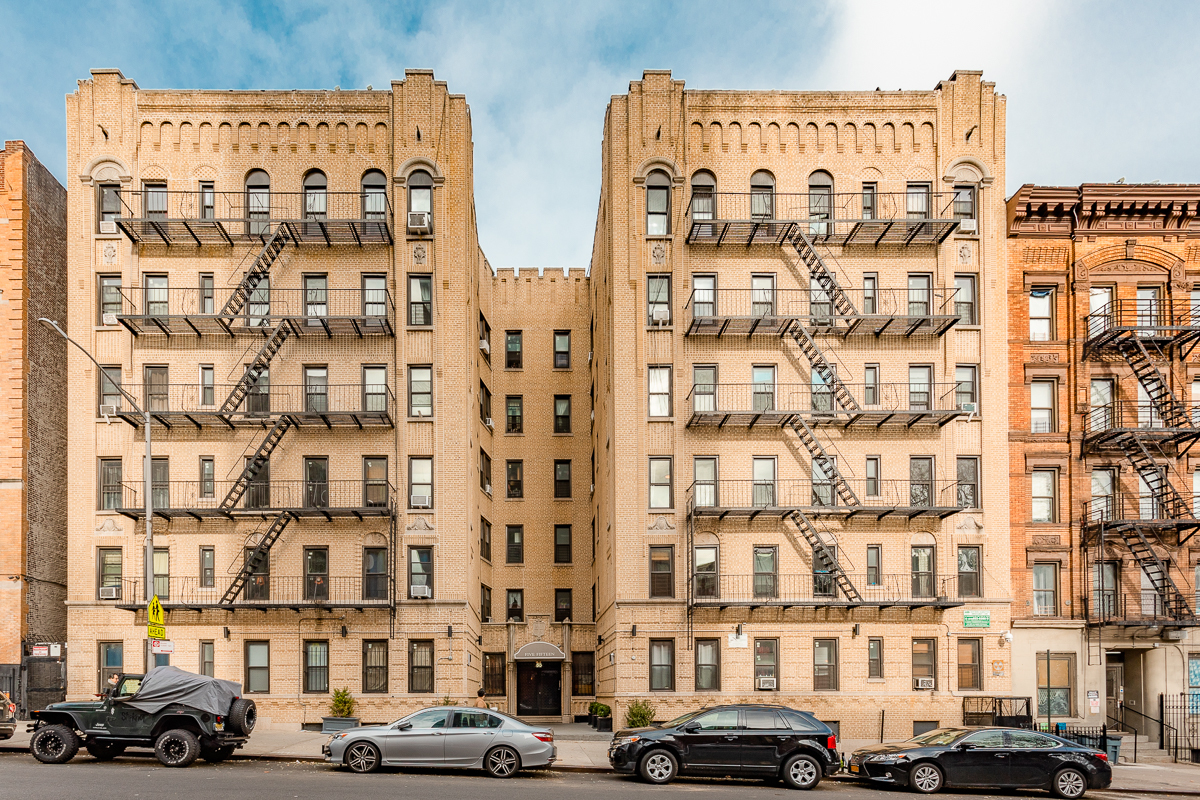 Prewar building Washington Heights