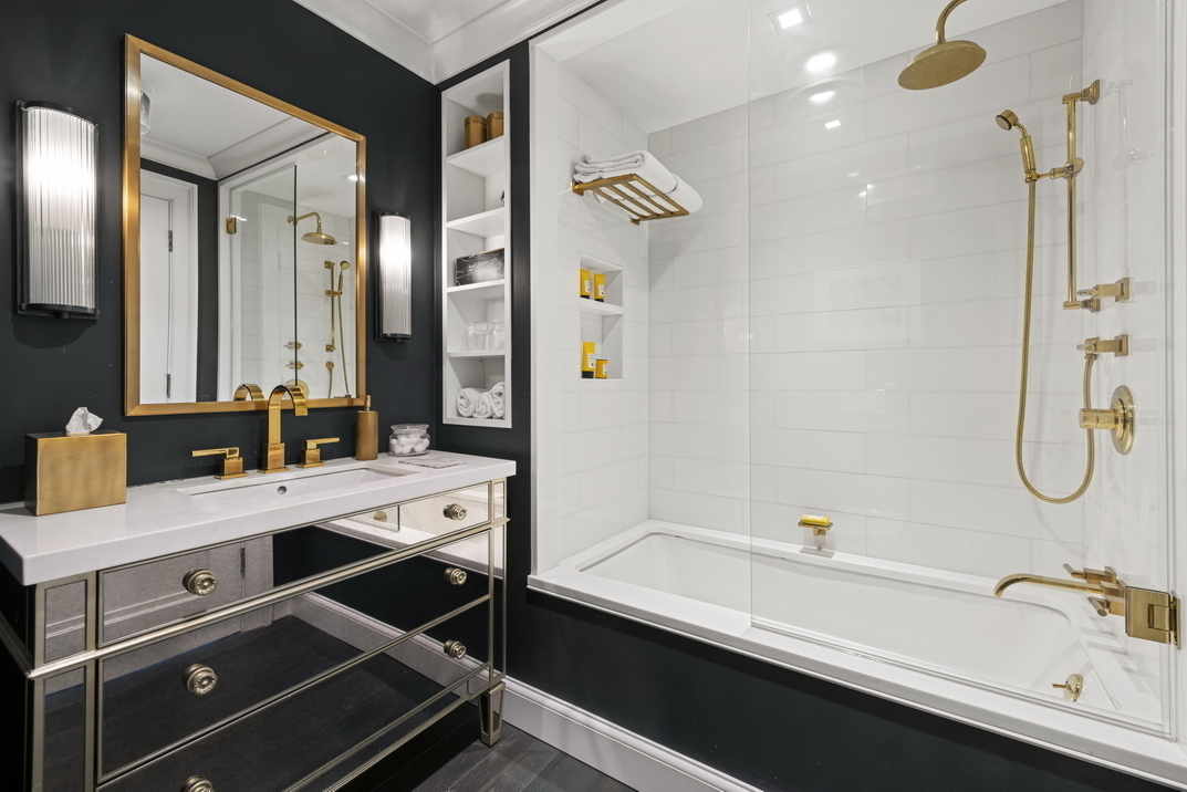 His And Her Bathrooms The Hottest Nyc, 2 Way Mirror Bathroom New York