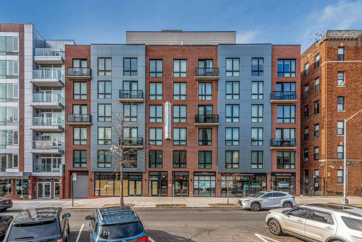 Cheap apartments in queens forest hills building