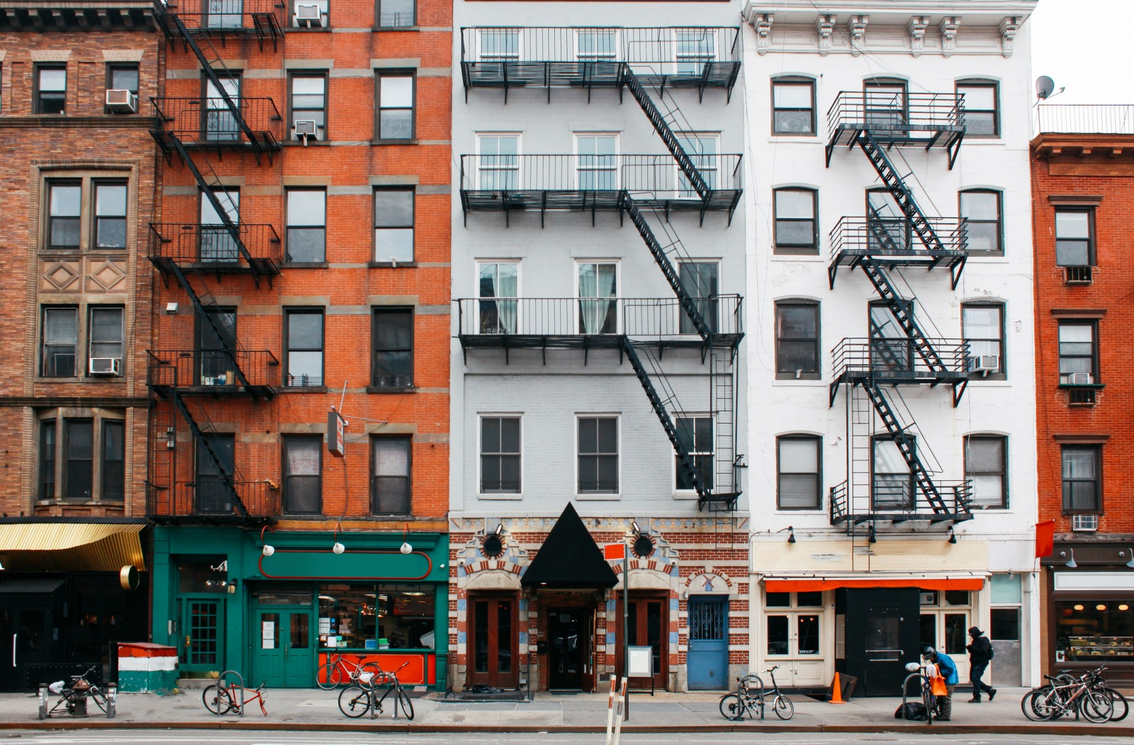 a picture of apartment buildings in New York City that might qualify for Street Easy Assessment