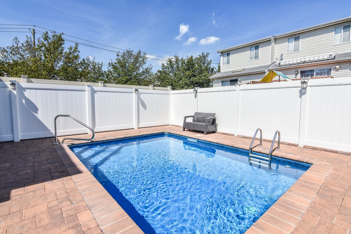 1097 Rensselaer Avenue, SI house with swimming pool