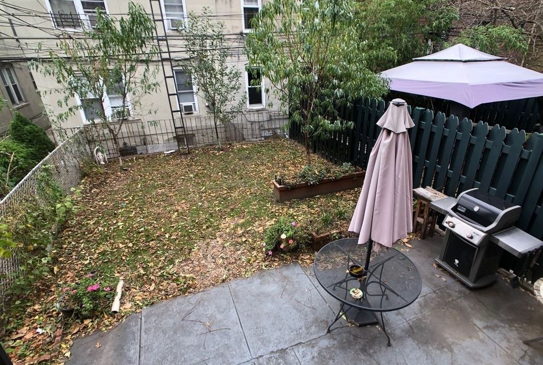 nyc apartments with courtyards - astoria