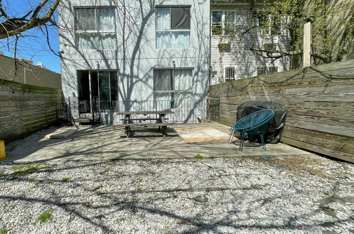 NYC apartments with backyards - upscale hills