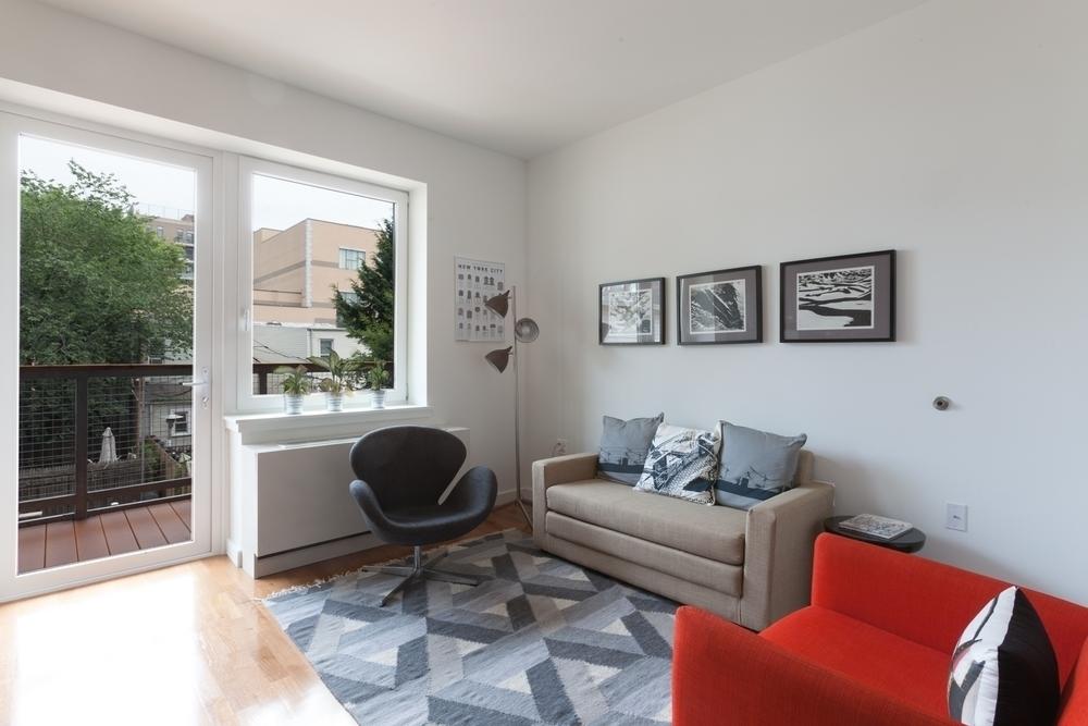 pet amenities NYC - Window Terrace