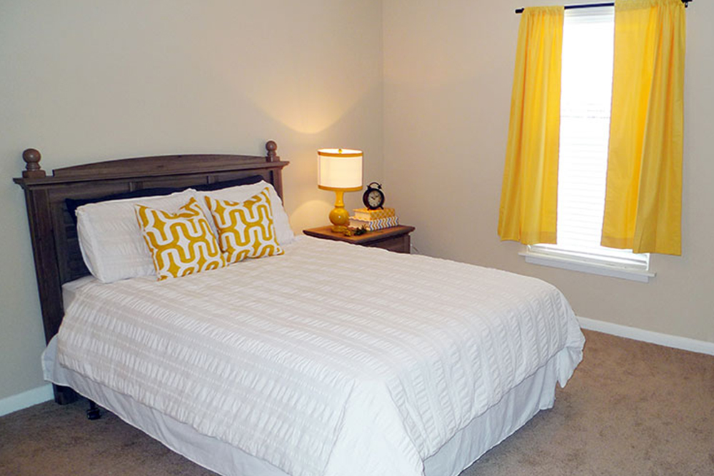 apartments for rent under 1000 yellow curtains nashville