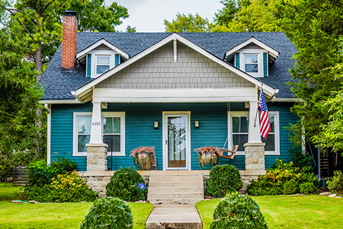 buying a home in nashville front yard