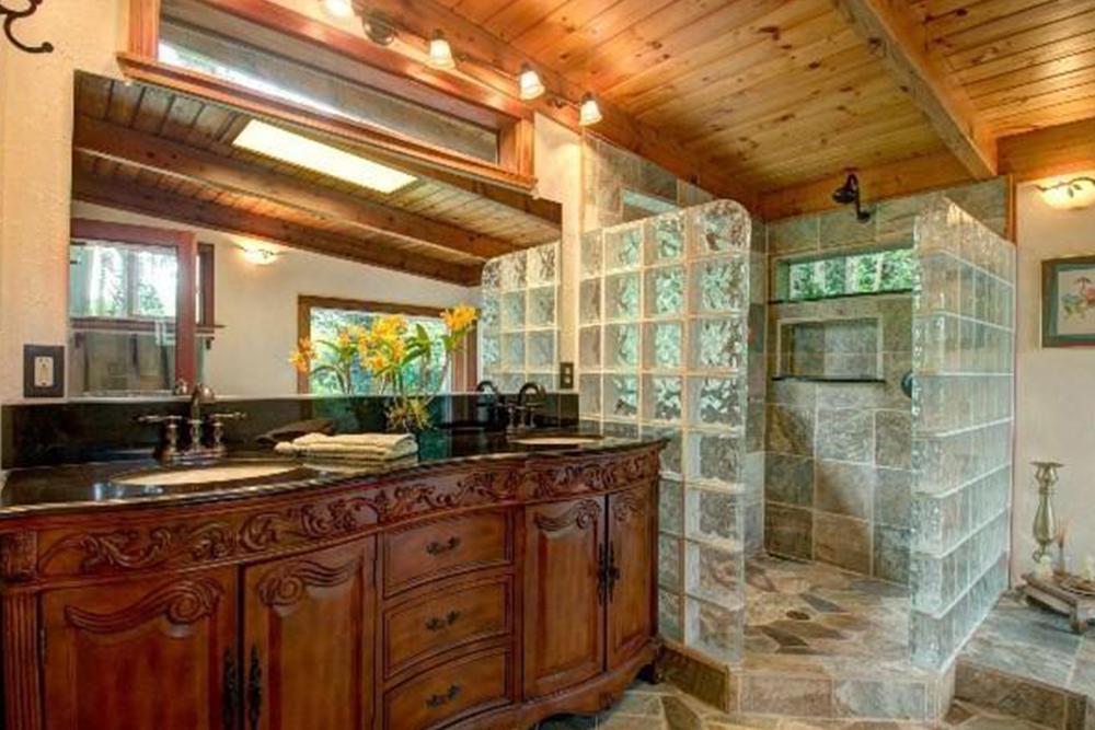 affordable hawaii real estate in Keaau bathroom
