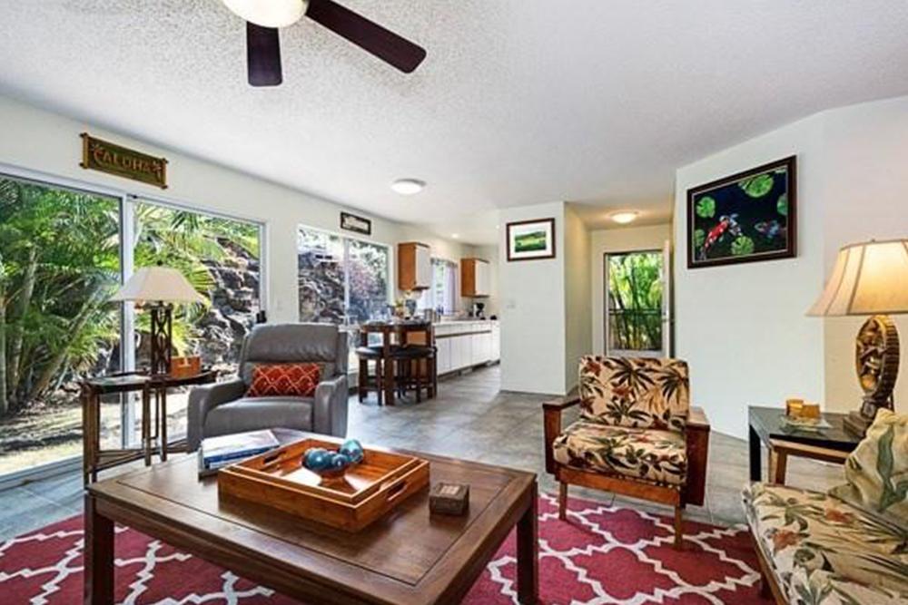 affordable hawaii real estate in kiipohaku living room