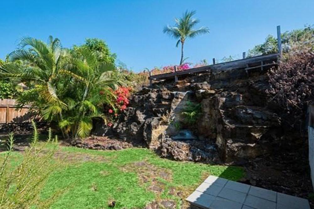 affordable hawaii real estate in kiipohaku backyard
