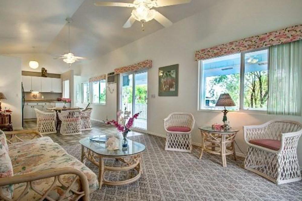 affordable hawaii real estate in kuna living room