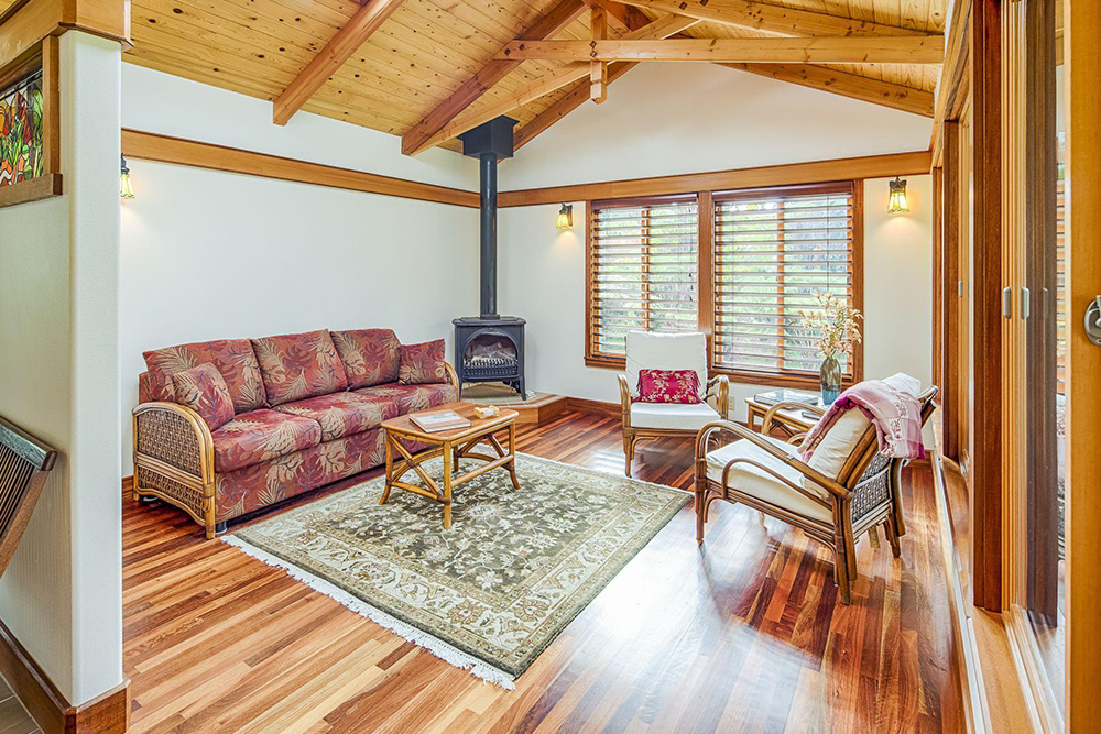 affordable hawaii real estate in volcano hale living room