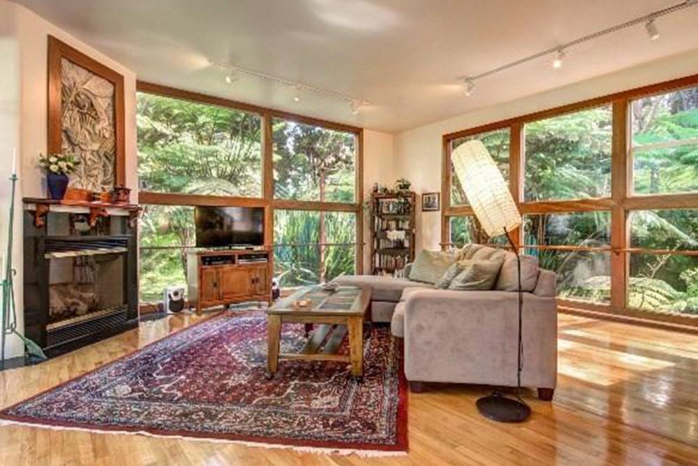 affordable hawaii real estate in kilauea living room