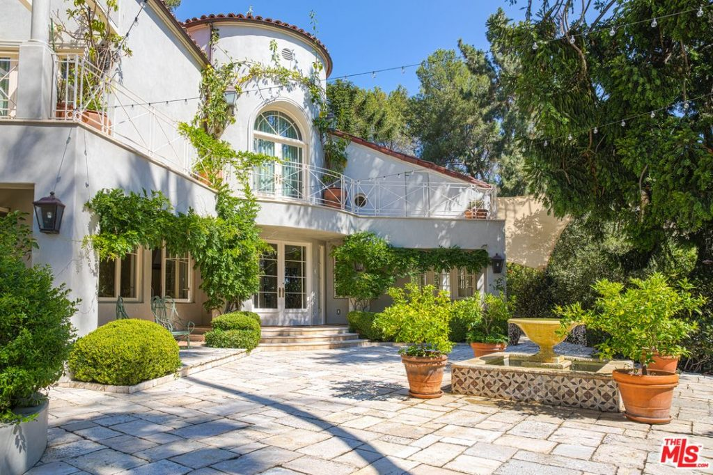 Katy-Perry-Lists-LA-Home-Front-Exterior.jpg