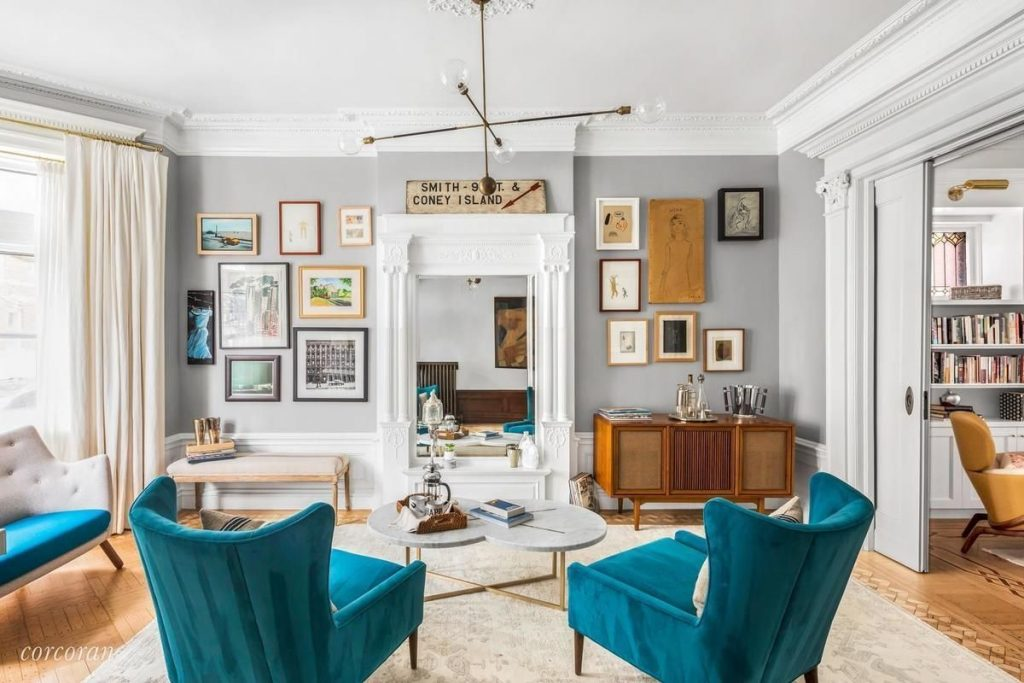 Krasinski lists Brooklyn townhouse main room