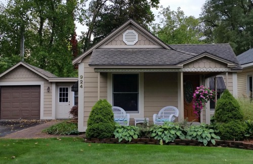 a romantic home for rent in Traverse City, Mich.