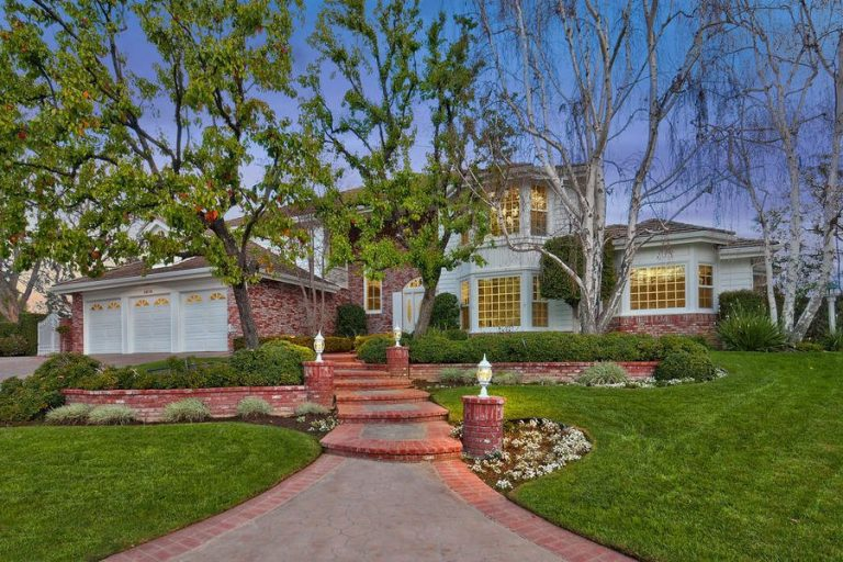 guillermo del toro lists his agoura hills home for 2.195m exterior