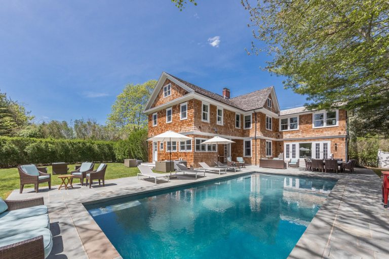 bethenny frankel lists her hamptons home for 2.995m pool